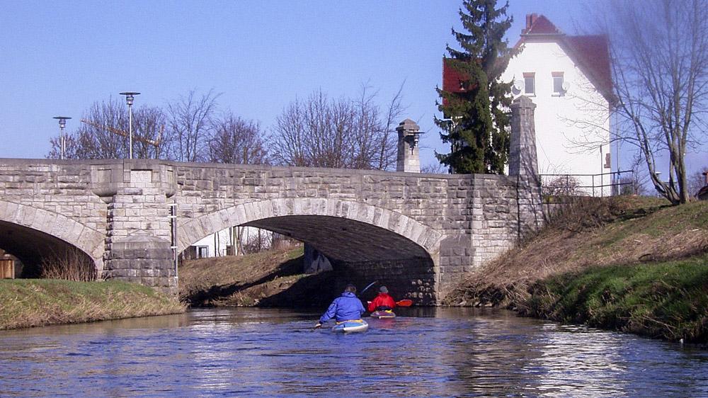 Leine Brücke Schneeweiss